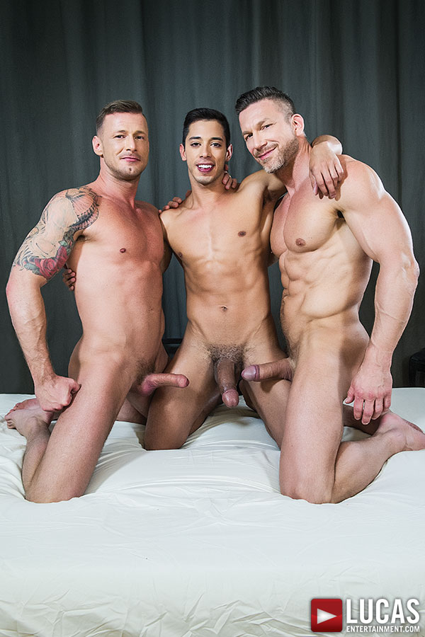 Cock loving gay threesome